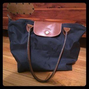 Medium sized longchamp bag